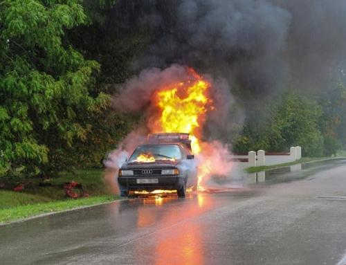 Sicherheit von Elektrofahrzeugen und Verbrennern